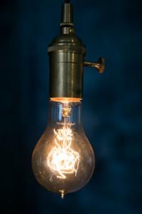 フィラメントタイプのエジソン電球 画像